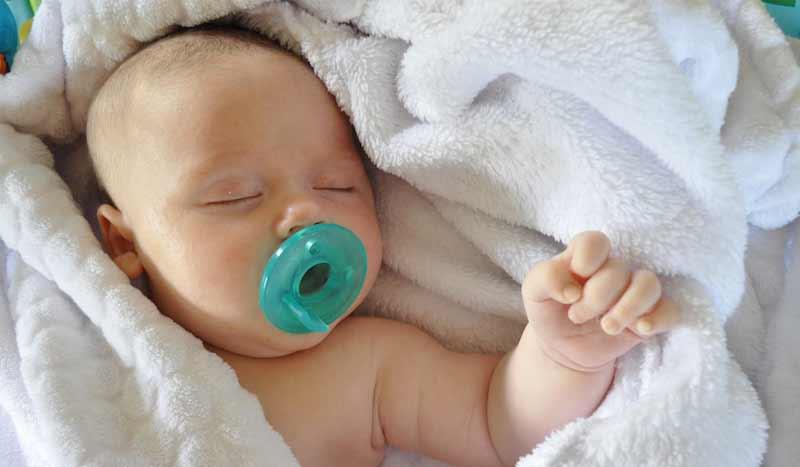 chupete para un recién nacido
